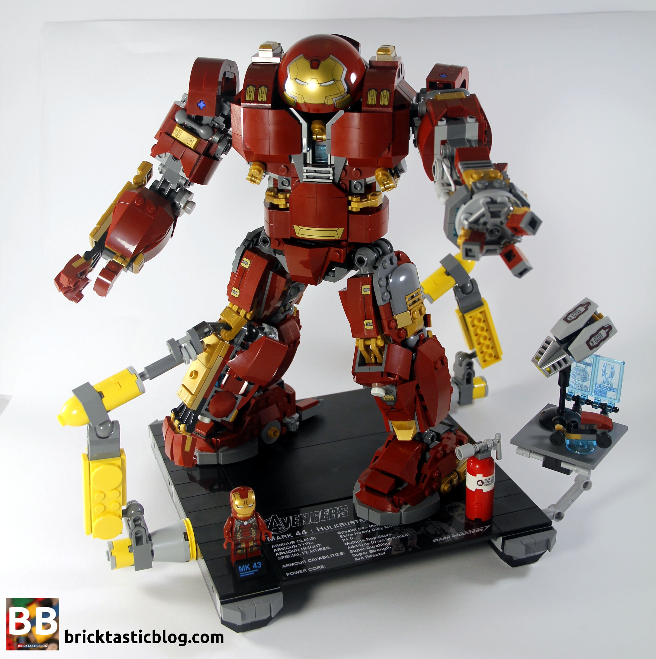 Lego 20 New Dark Red Hips and Legs with Iron Man Gold and Silver Knee Plates